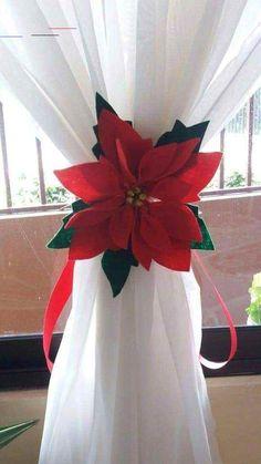 Christmas Poinsettia, Felt Christmas, Rustic Christmas, Simple Christmas, Christmas Home, Christmas Holidays, Christmas Wreaths, Christmas Ornaments, Office Christmas