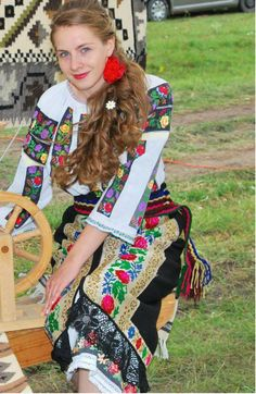 Romanian woman in traditional clothes Romanian Flag, Romanian Women, Folk Costume, Costumes, Visit Romania, City People, Traditional Clothes, Wanderlust, Pearl