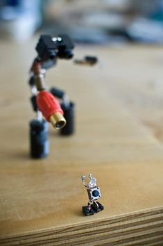 Sparebots Lenny and Meriel Lenfesteys 10 Arte Robot, Robot Art, Diy Electronics, Electronics Projects, Sculpture Art, Sculptures, Waste Art, Techno, Electronic Parts