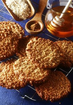 Haferflocken Cookies - Another! Cookies Healthy, Healthy Cake, Healthy Sweets, Oatmeal Cookies, Chocolate Chip Cookies, Cookie Fit, Baking Recipes, Cookie Recipes, Biscuits
