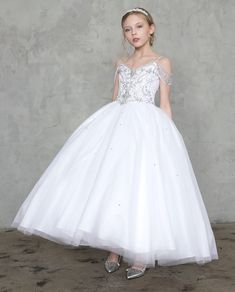 This elegant White Girls dress is perfect for First Communion, Christmas, flower girl, parties. Cute Flower Girl Dresses, Girls Formal Dresses, Dresses For Teens, Wedding Dresses, White Communion Dress, First Communion Dresses, Kohls Dresses, Birthday Dresses, Holiday Dresses