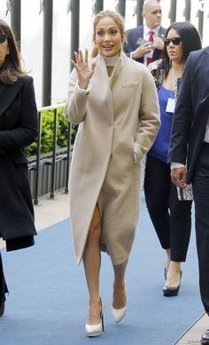 Jennifer Lopez arrive au Rockfeller Center pour le NBCUniversal Upfront. New York, le 16 mai 2016.