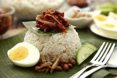 A Malaysian favourite that needs no introduction, ready to be enjoyed anywhere, anytime. This classic nasi lemak recipe will rock your world! This week, we bring to you our last item in the picnic …