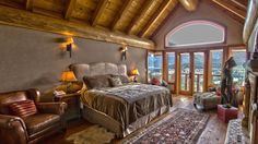 Com vista para o lago, mansões à venda custam milhões