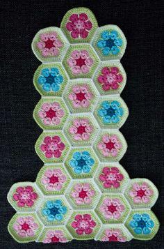 Default Parallels Plesk Page Crochet Tote, Crochet Purses, Love Crochet, Knit Crochet, Crochet African Flowers, Crochet Flowers, Knitting Patterns, Crochet Patterns, Flower Bag