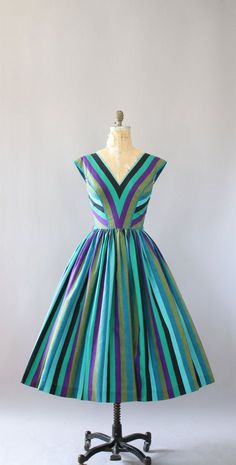 green vintage dresses 12 best outfits – Page 9 of 12 – cute dresses outfits Vintage Outfits, Vintage Dresses 50s, 1950s Dresses, Vintage Clothing, Moda Vintage, Vintage Mode, Vestidos Rockabilly, 1950s Fashion, Vintage Fashion