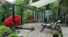 Ob Holzkonstruktion oder wie hier mit luftigen Sonnensegeln, Überdachungen werten die Terrasse zu einem vor Sonne und Regen geschützen Wohnraum im Freien auf (Foto: MSG/A. Hoffmann)
