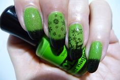 Basecolor: RL Young, Colour! LE, #02 'green' Thermo-Topcoat: Bow Polish, Conversion Collection, (clear to black) Stamping-polish: Essence Stampy Polish 'stamp me! black' Topcoat: Seche Vite plate: T45
