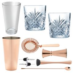 <strong>10 Piece Copper Cocktail Set With Cocktail Old Fashioned Glasses In Presentation Box </strong>- All the tools for the job to make shake andstir your way to cocktail heaven. Ideal for cocktail novices and experts alike. This cocktail set is the perfect starting kitfor all cocktail lovers. This is a stylish and elegant addition to any bar or home and makes a fabulous gift for all keen mixologists.