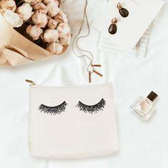 Eyelashes Makeup Bag Leather Makeup Bag, Blue Eye Makeup, Glowy Makeup, Eyelashes Makeup, Makeup Brush Holders, Aesthetic Makeup, Gorgeous Makeup, Beauty Essentials, Cosmetic Bag