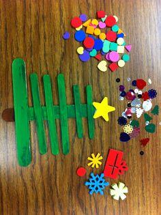 Bricolage de Noël: Arbre de Noël avec des bâtons de popsicle!