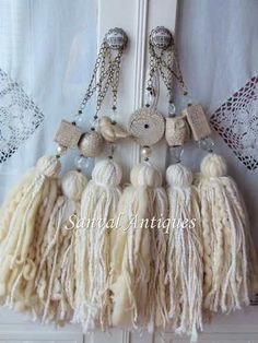 Bruns More - home/decor Diy Tassel, Tassel Jewelry, Textile Jewelry, Tassels, Hobbies And Crafts, Diy And Crafts, Arts And Crafts, String Crafts, Yarn Crafts