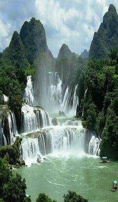 Wasserfall Vietnam DetianBan Gioc Falls Cao Bang Vietnam These falls are actually two waterfalls that straddle the ChinaVietnam border There is some symbolism perhaps in. Landscape Photography, Nature Photography, Travel Photography, Photography Tips, Fashion Photography, Beautiful Waterfalls, Beautiful Landscapes, Famous Waterfalls, Places To Travel