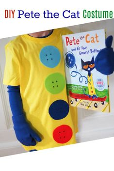 Diy costumes 161637074118409643 - DIY Costumes Inspired By Favorite Book Characters, DIY pete the cat costume Source by thechirpingmoms Pete The Cat Costume, Bear Costume, Boys Cat Costume, Character Dress Up, Book Character Costumes, Easy Diy Costumes, Boy Costumes, Costume Ideas, Halloween Costumes