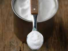 Comme par magie, le bicarbonate fait gonfler les gâteaux, préserve la couleur des légumes, atténue l'acidité des sauces, attendrit la viande… Un allié...