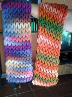 Manetes d & # Or: Magic Scarf paso a paso / Knitted Shawls, Loom Knitting, Leg Warmers, Crochet Stitches, Free Pattern, Diy Crafts, Couture, Wool, Ganchillo Ideas