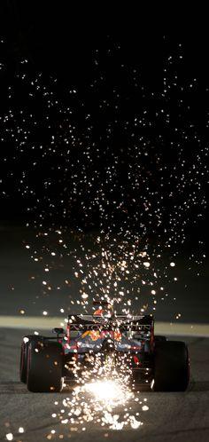 Sparks in the night sky - Max Verstappen in Bahrain - Formula 1 Iphone Wallpaper, F1 Wallpaper Hd, Bulls Wallpaper, Car Wallpapers, Wallpaper Backgrounds, Red Bull F1, Red Bull Racing, Mclaren Formel 1, Aston Martin