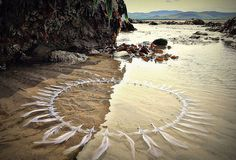 Gerry Barry's Incredible Land Art Installations Harmonize with the Irish Landscape beach,art,eco,art Irish Landscape, Landscape Art, Land Art, Mandala Art, Animation Photo, Art Plage, Environmental Sculpture, Art Environnemental, Art Et Nature