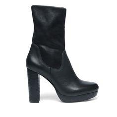 Korte laarzen met hak zwart