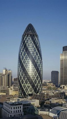 The Gherkin, London Architect Sir Norman Foster Unusual Buildings, Famous Buildings, Amazing Buildings, Modern Buildings, Office Buildings, Famous Architecture, London Architecture, Beautiful Architecture, 30 St Mary Axe