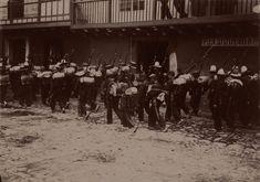 Las inéditas y extraordinarias fotos francesas que revelan la Colombia del siglo XIX - BBC News Mundo Bbc News, Cali, Concert, World, War, Bogota Colombia, Social Science, 19th Century, Latin America