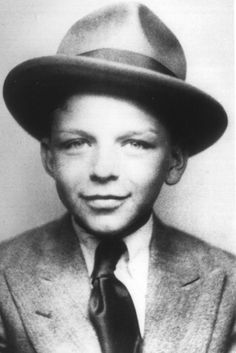 Frank Sinatra, age looking as suave as you would expect. Adorable Kids Who Had No Idea How Famous They Were About To Become Classic Hollywood, Old Hollywood, Hollywood Sign, Young Frank Sinatra, Franck Sinatra, I Love Cinema, Young Celebrities, Celebs, Stevie Wonder