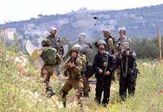 """Pasukan penjajah """"Israel"""" telah melukai 1.300 warga Palestina dalam tiga bulan pertama 2016  PALESTINA (Arrahmah.com) - Pasukan penjajah """"Israel"""" telah melukai 1.300 warga Palestina dalam tiga bulan pertama tahun 2016 menurut data baru badan PBB sebagaimana dilansir MEMO pada Jum'at (8/4/2016).  Menurut Kantor untuk Koordinasi Urusan Kemanusiaan (OCHA) pasukan """"Israel"""" di wilayah Palestina telah membunuh 57 warga Palestina dan melukai 1.301 pada periode 1 Januari sampai 4 April.  Angka-angka…"""