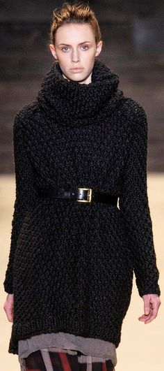b252337e06f10e runway knit Sweater And Jeans Outfit