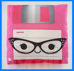 Square Kitties: MyMiMi - Amazing Pillows  So friggen cute