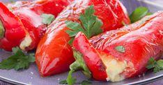 A sós sajt és az édes kápia tökéletesen kiegészítik egymást, a friss zöldfűszerek és a citrom pedig csak felteszik az i-re a pontot. Fresh Rolls, Feta, Stuffed Peppers, Vegetables, Cooking, Ethnic Recipes, Kitchen, Stuffed Pepper, Vegetable Recipes