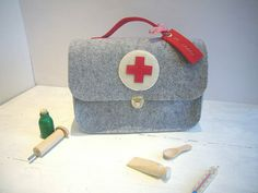 ♥ Arztkoffer ♥ Doktorkoffer ♥ Arzttasche ♥ Filz von Fünf&Siebzig auf DaWanda.com