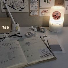 Study Desk, Study Space, Study Room Decor, Desk Inspiration, Desk Inspo, Appartement Design, Study Organization, Aesthetic Room Decor, Beige Aesthetic