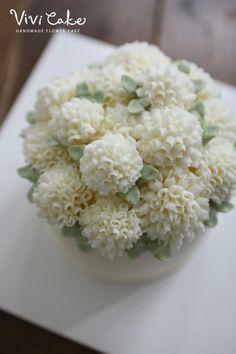 퐁퐁꽃 최초 개발한 비비케이크. 이 케이크도 2014년 여름. #flowercake #buttercreamcake #flower #cake…