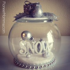 Hi it's Ashley from Pioneer Momma. Today I am going to show you how to make waterless snow globes. Christmas Things To Do, Diy Christmas Gifts, Christmas Projects, Holiday Crafts, Christmas Crafts, Christmas Ideas, Holiday Decor, Holiday Fun, Holiday Ideas