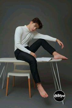 Renz, Pretty Boys, It Cast, Mens Fashion, Bts Taehyung, Wattpad, Furniture, Home Decor, Moda Masculina