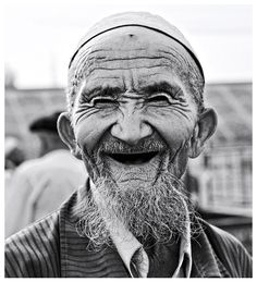 faces, old man, male, oldie, beard, wrinckles, culture, powerful, lines of Life, smile, portrait, photograph, photo b/w.