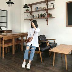 Korean Girl Fashion, Korean Fashion Trends, Ulzzang Fashion, Korea Fashion, Daily Fashion, Simple Outfits, Cool Outfits, Casual Outfits, Fashion Outfits