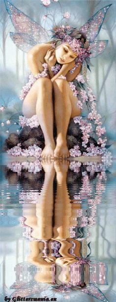 Blüten-Fee am Wasser.