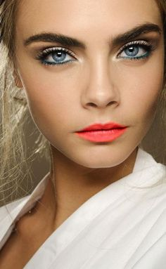 8 Alluring Makeup Looks for Different Occasions