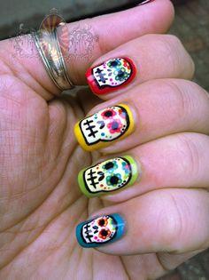 Colorful Sugar Skull Nail Art Manicure~ love this! Skull Nail Designs, Skull Nail Art, Nail Art Diy, Cool Nail Designs, Skull Design, Uñas Sugar Skull, Sugar Skull Nails, Love Nails, Pretty Nails
