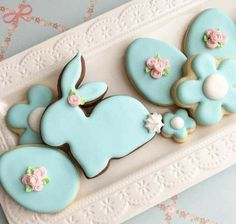 Here's Easter Bunny cookie recipe & an exhaustive list of best decorated Easter bunny cookies. Check cute Easter bunny cookies pictures and inspire yourself Iced Cookies, Holiday Cookies, Cupcake Cookies, Cookie Favors, Baby Cookies, Flower Cookies, Heart Cookies, Valentine Cookies, Birthday Cookies