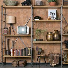 Iedereen zou zo'n prachtige kast als deze Dutchbone Iron Shelf kast moeten hebben! Deze kast leent zich uitermate goed voor het showen van jouw favoriete woonaccessoires! Of gebruik de kast als opbergkast, voorraadkast of boekenkast.