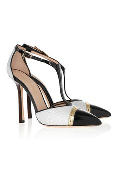 Zapatos bicolor con puntera negra de Emilio Pucci (590 euros).