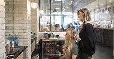 Traumatisée par un coiffeur, comment retourner sereinement en salon ?