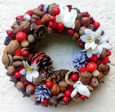 Bogyós  terméskoszorú (21 cm) (pinkrose) - Meska.hu Ornament Wreath, Ornaments, Christmas Wreaths, 21st, Holiday Decor, Home Decor, Christmas Swags, Decoration Home, Holiday Burlap Wreath