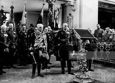 Offizier D (Generalfeldmarschall)Gedenkfeier für Friedrich den Großen in der Garnisonkirche in Potsdam:- von Mackensen, Generalfeldmarschall Werner von Blomberg und Generaloberst Werner Freiher von Fritsch (vorne v.l.n.r.)