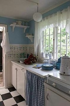 My Colorful Cottage Style / cute blue and white cottage kitchen Cozy Kitchen, Rustic Kitchen, New Kitchen, Vintage Kitchen, Kitchen Decor, Kitchen Ideas, Kitchen Design, Kitchen Interior, White Cottage Kitchens