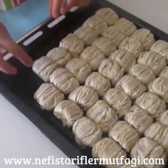 Baklavalık Yufkadan Gazete Tatlısı @tarifkafe MALZEMELE Eastern Cuisine, Iftar, Dessert Recipes, Desserts, Bon Appetit, Bakery, Food And Drink, Cooking Recipes, Yummy Food