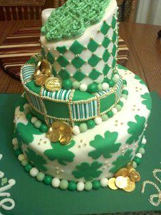 Fantastic St Patrick's Day cake inspiration! #stpatricksday #cake #shamrock