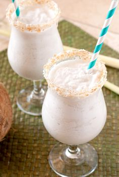 Coco Pod- Easy Summer Cocktails. This delicious, refreshing coconut cocktail is under 150 calories per serving. #coconut #cocktails